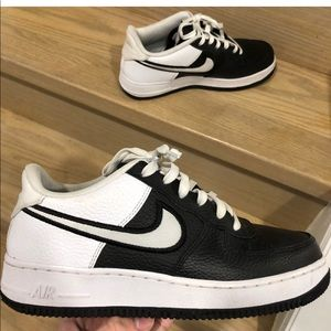 Air Forces 1 07 LV8 Black White